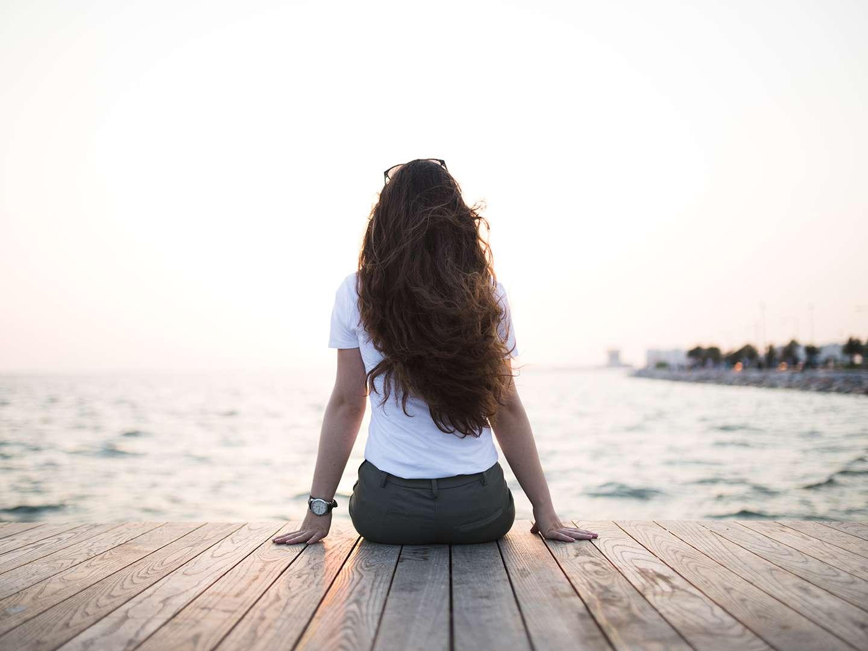 Frau macht sich Gedanken zum Therapiestart