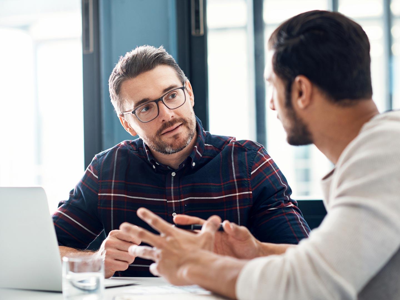 Gespräch mit Arbeitgeber und Kollegen